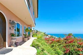 Soap Opera Star Nears Foreclosure, Lists Malibu Mansion
